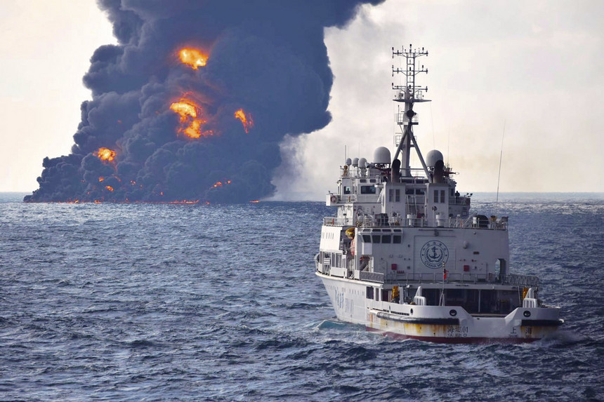 News Container ship carrying Chemicals and 2 000 cars Sinks