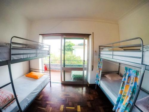 Carcavelos Surfhostel - Shared rooms